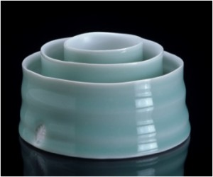 Oval Ripple dishes 2005, porcelain with satin white and celadon glazes, image Victor France